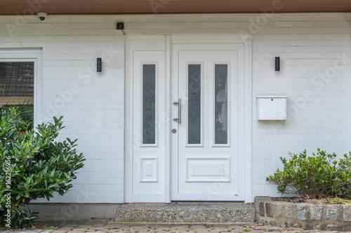 Weiße Haustür gamesageddon weiße haustür eines hauses lizenzfreie fotos