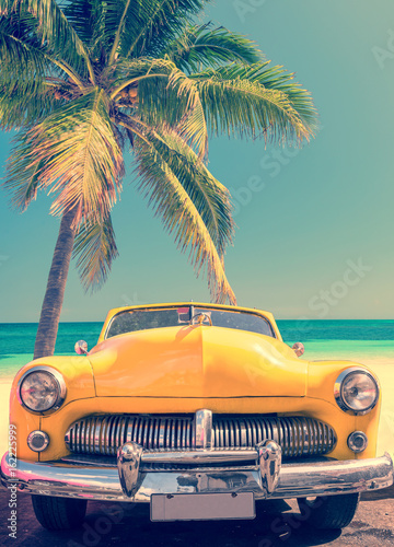 Papiers peints Tropical plage Classic car on a tropical beach with palm tree, vintage process