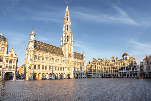 Poster Brussel Morning view on the city hall at the Grand place central square in the old town of Brussels during the sunny weather in Belgium