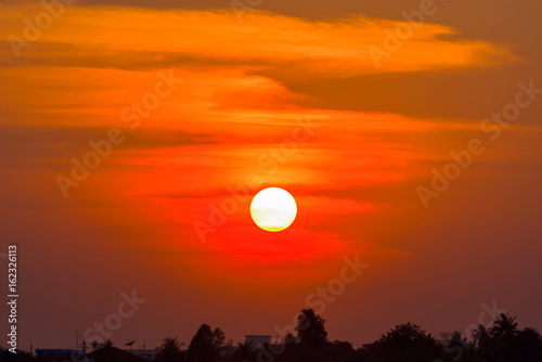 Papiers peints Orange eclat Big sun on sunset sky