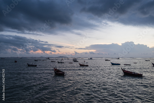Poster silhouette fishing boats on the sea at sunset