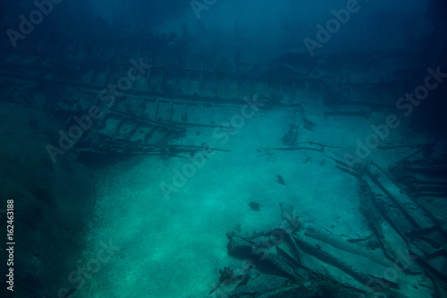 Foto op Canvas Schipbreuk Shipwreck in deep sea