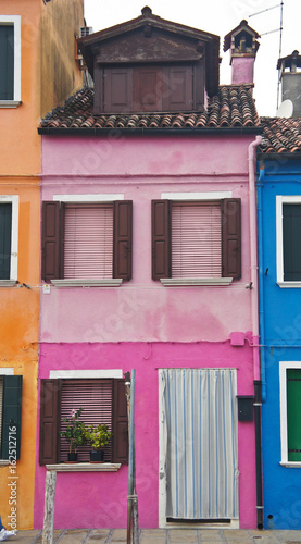 Beautiful pink house on the island of Burano near Venice - 162512716