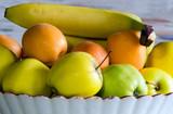 Fruits variés dans un ancien compotier - 162618123