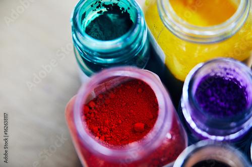 Pigmenti colorati dettaglio su legno