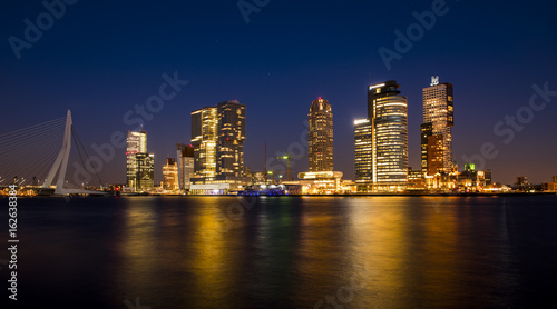 Foto op Plexiglas Rotterdam Rotterdam Wilhelmina Pier at Night