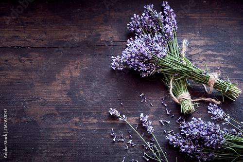 Fotobehang Lavendel Bunches of fresh aromatic lavender on rustic wood