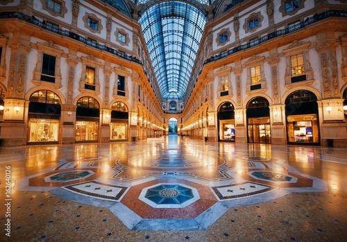 In de dag Milan Galleria Vittorio Emanuele II interior