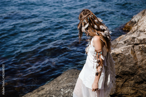 Poster beautiful boho girl standing on a seashore