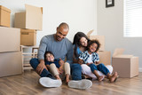 Family moving home - 162740326
