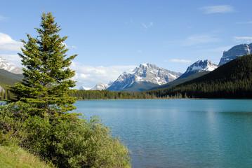 春のカナディアン・ロッキー バンフ国立公園 ウォーターファウル・レイク(水鳥湖)(カナダ)
