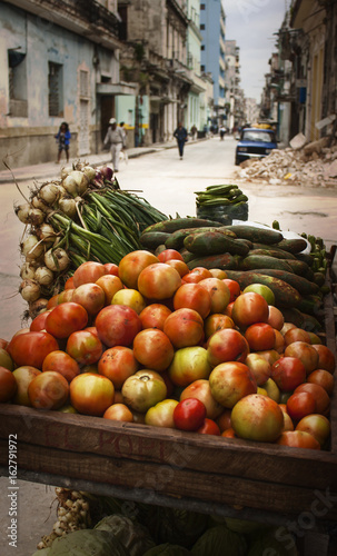 Foto op Aluminium Havana Vegetable Cart - Streets of Havana Cuba