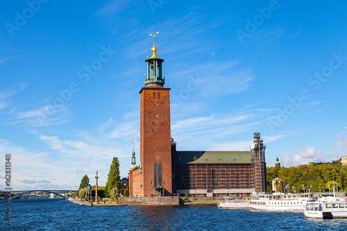 Staande foto Stockholm STOCKHOLM, SWEDEN - SEPTEMBER 17, 2016: Town Hall at summer sunny day