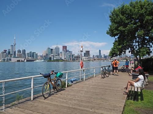 Aluminium Toronto Toronto has a popular network of bike trails along its waterfront.