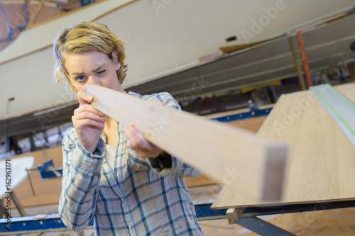 woman as carpenter during apprenticeship lesson - 162963171