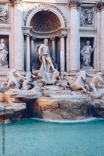 Obraz na Szkle Trevi fountain at sunrise, Rome, Italy. Rome baroque architecture and landmark. Rome Trevi fountain is one of the main attractions of Rome and Italy