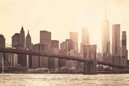 Aluminium Brooklyn Bridge Manhattan at sunset, sepia toning applied, New York City, USA.
