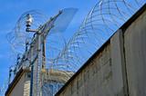 Gefängnis, Stacheldraht - 163044549