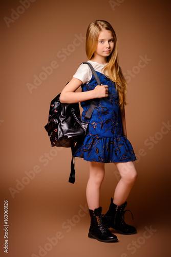 studio child posing