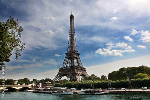 Papiers peints Tour Eiffel View of Eiffel Tower across the River Seine