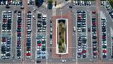 Photographie aérienne d'un parking de centre commercial - 163194995