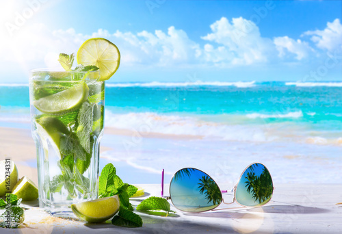 Foto Murales tropic summer vacation; Exotic drinks on blur tropical beach background