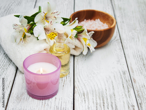 Spa composition with alstroemeria flowers
