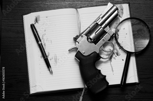Poster Revolver and notebook