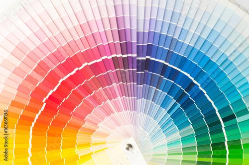 Paleta kolorów, próbki różnych farb