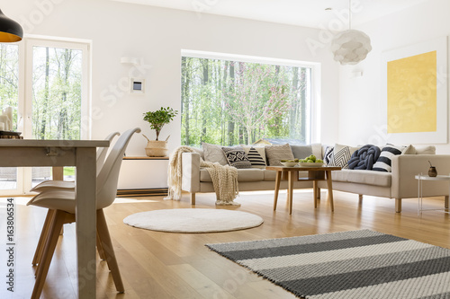 White and wooden decor - 163806534