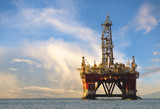 Drilling platform during the coming storm - 163817135