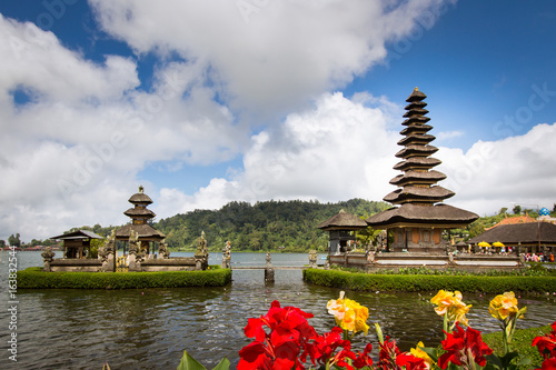 Foto op Plexiglas Indonesië Ulun Danu Beratan is a major Shaivite water temple on Bali, Indonesia.
