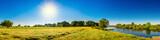 Landschaft im Sommer mit Bäumen, Wiesen, Fluss und Sonne - 164035553