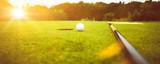 Golfplatz im Abendrot mit Loch und Golfball und Fahne - 164074706