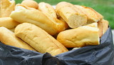 tas de baguettes rassies,recyclage pour animaux - 164189993