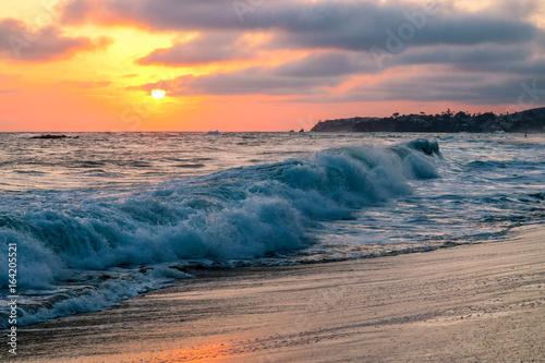 Foto op Canvas Zee zonsondergang Bluebird Beach Laguna beach CA