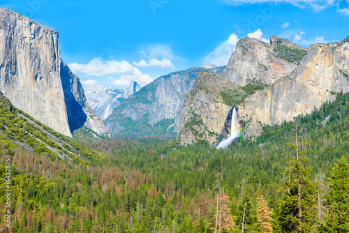 View of Yosemite Valley from Tunnel View point - view to Bridal veil falls, El C