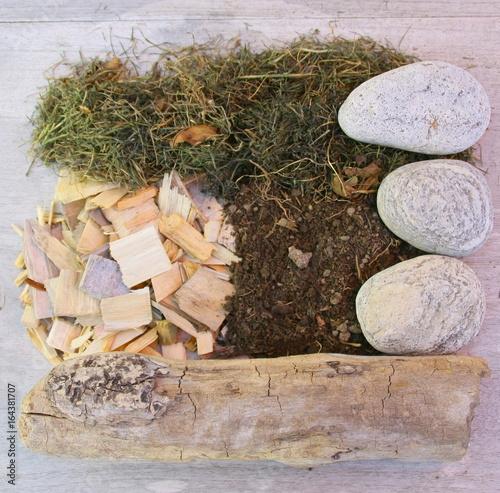 matériaux naturels de jardin,terre,paillis,harbe