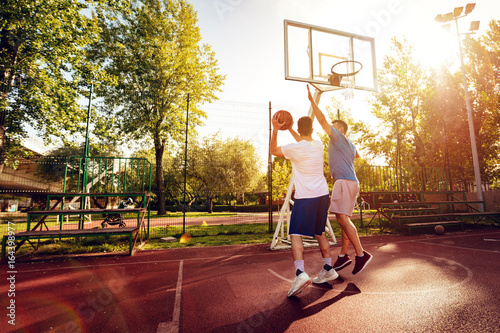 Fotobehang Basketbal Basketball One On One