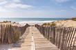 canvas print picture - Holzweg, Weg auf Holzbrettern durch die Dünen zum Strand, Meer