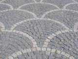 Pflastersteine im Schuppenmuster - 164427108