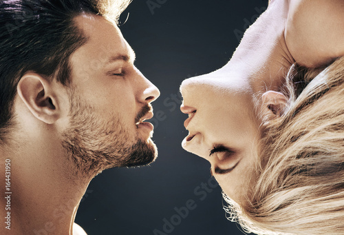 Fotobehang Konrad B. Romantic portrait of a beautiful couple