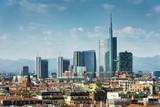 Panorama Mediolanu z nowoczesnymi wieżowcami