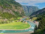Dolina Krajobraz Norwegia z Flamsbana pociągu