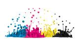 Fototapety CMYK Tropfen aus Farbe oder Tinte spritzen als Symbol für Cyan Magenta Gelb und Schwarz bei Druckerfarbe im Druck