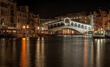 Ponte di Rialto w nocy