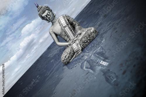 Poster Buda con reflejo en el agua