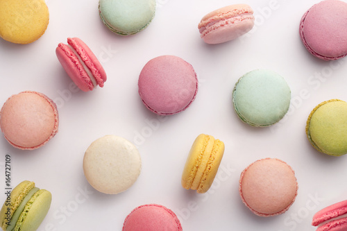 Fotobehang Macarons Macarons pattern on white background. Colorful french desserts. Top view