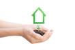 Casa ecologica verde in mano, terra, ambiente