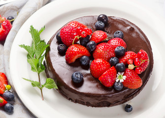 Chocolate cake with berries